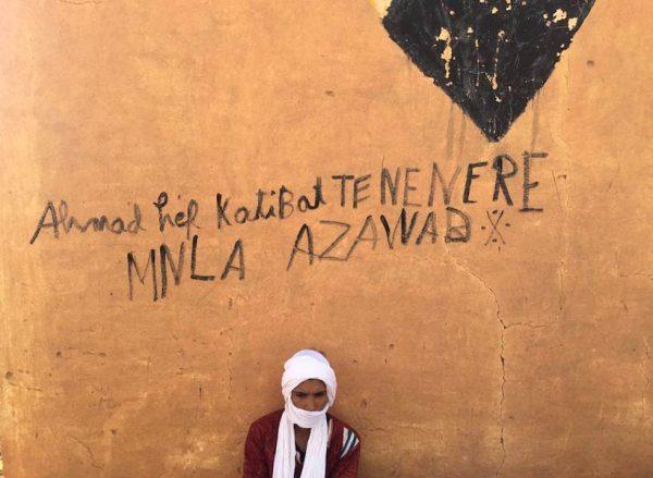 Sur un mur à In Delimane, un graffiti en faveur de l'indépendance de l'Azawad. © FX Freland