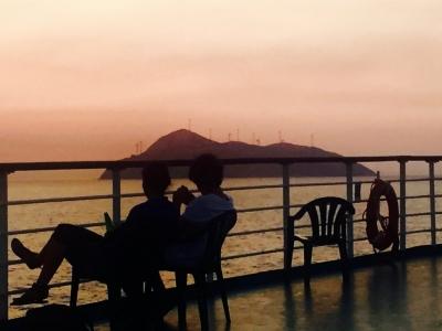 Traversée des Cyclades au coucher du soleil